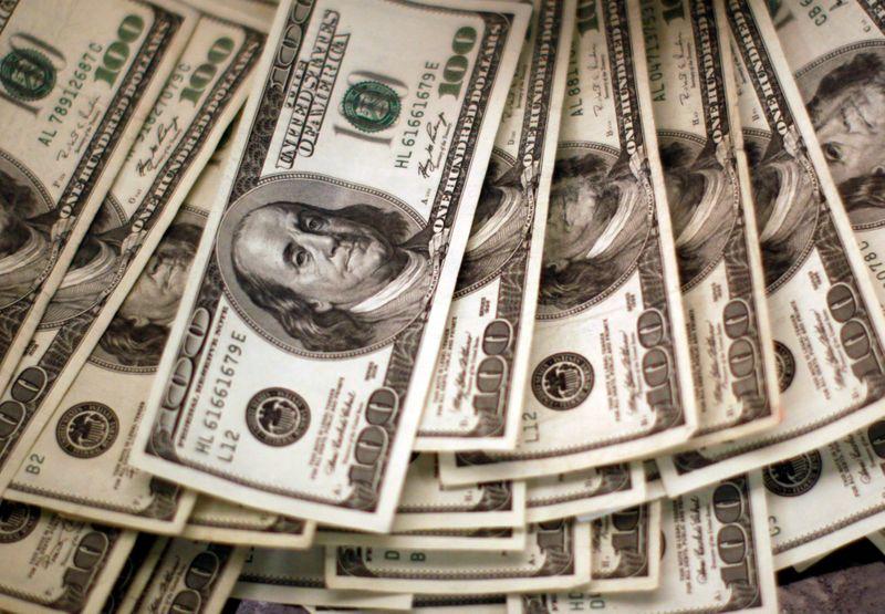 Dollar Gains on Virus Worries; Sterling Shows Strength